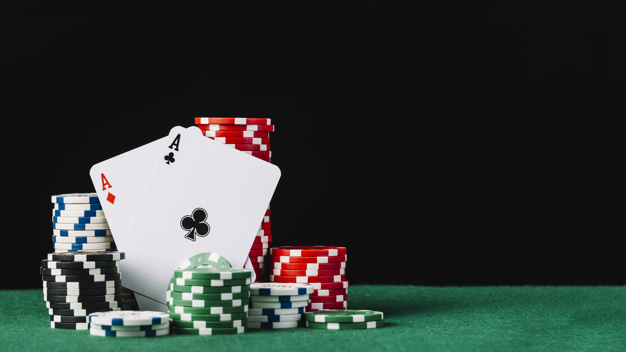 What is the difference between offline and online betting games?