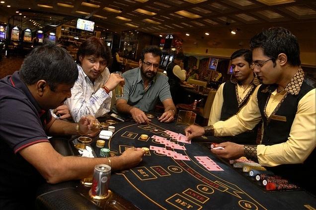 Playing Pokdeng card game